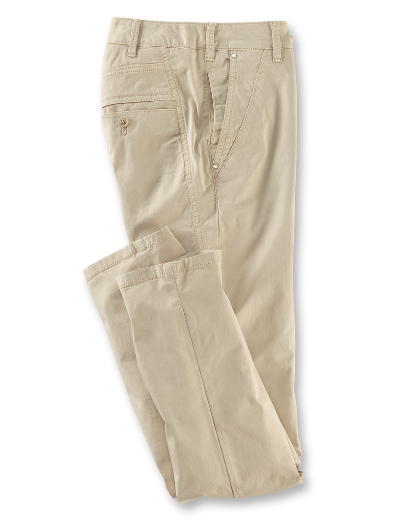 Sommer-Chino in Sand