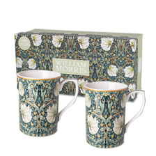 Zwei Porzellanbecher im William Morris Design