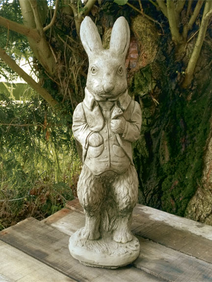 Steinfigur 'Peter Rabbit'